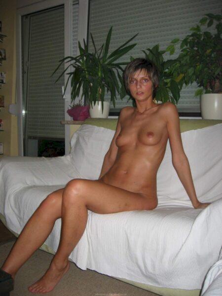 Femme cougar sexy autoritaire pour homme docile