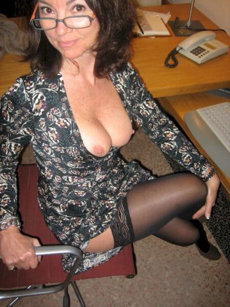 Femme cougar sexy cherche un amant pour un plan cul sur Cergy