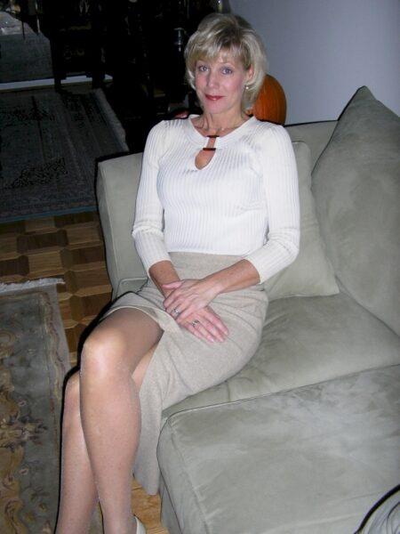 Femme cougar sexy sur le Calvados pour de la rencontre réelle