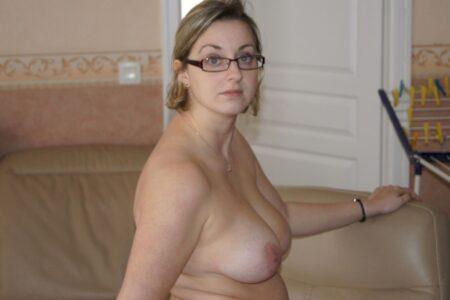 Femme infidèle sexy docile pour libertin sérieux assez souvent disponible