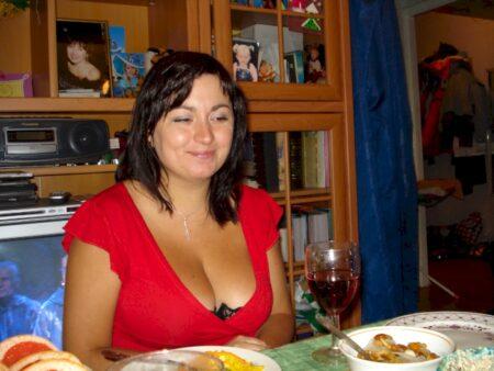 Femme infidèle sexy vraiment très classe recherche un mec soumis